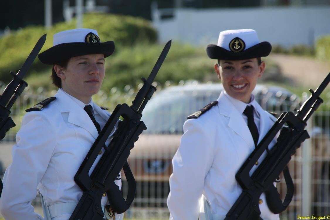 Les sous-marins Rubis et Saphir reçoivent la Croix de la valeur militaire 00214