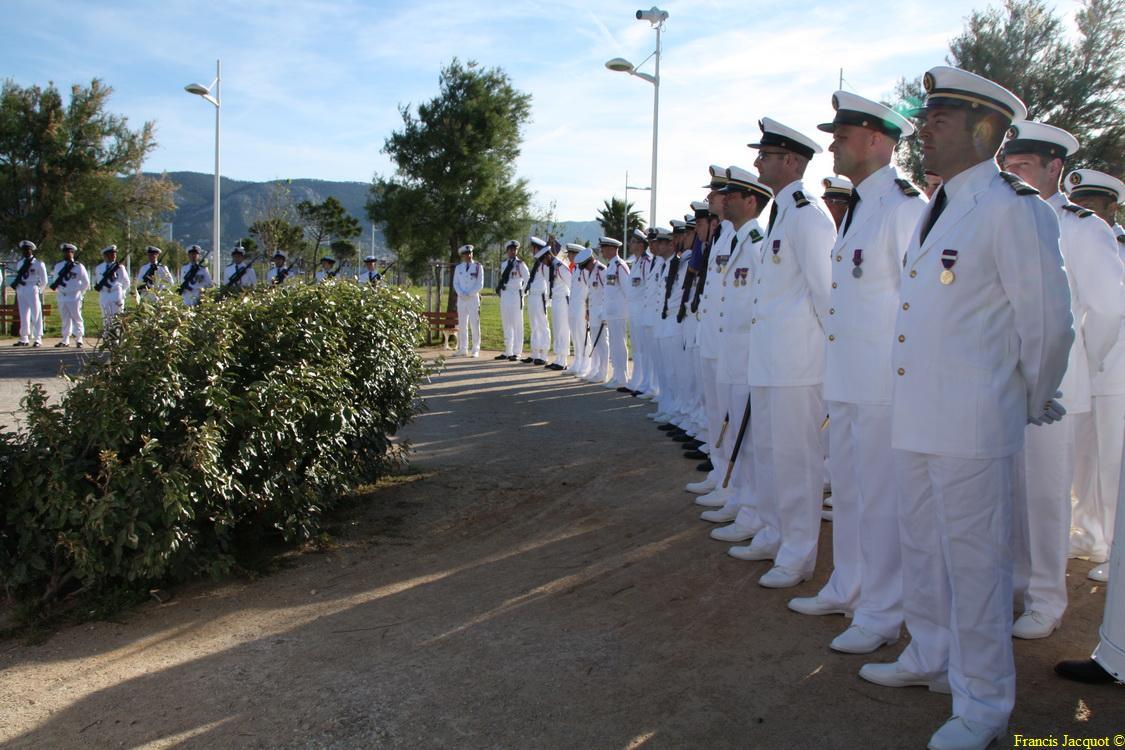 Les sous-marins Rubis et Saphir reçoivent la Croix de la valeur militaire 00416