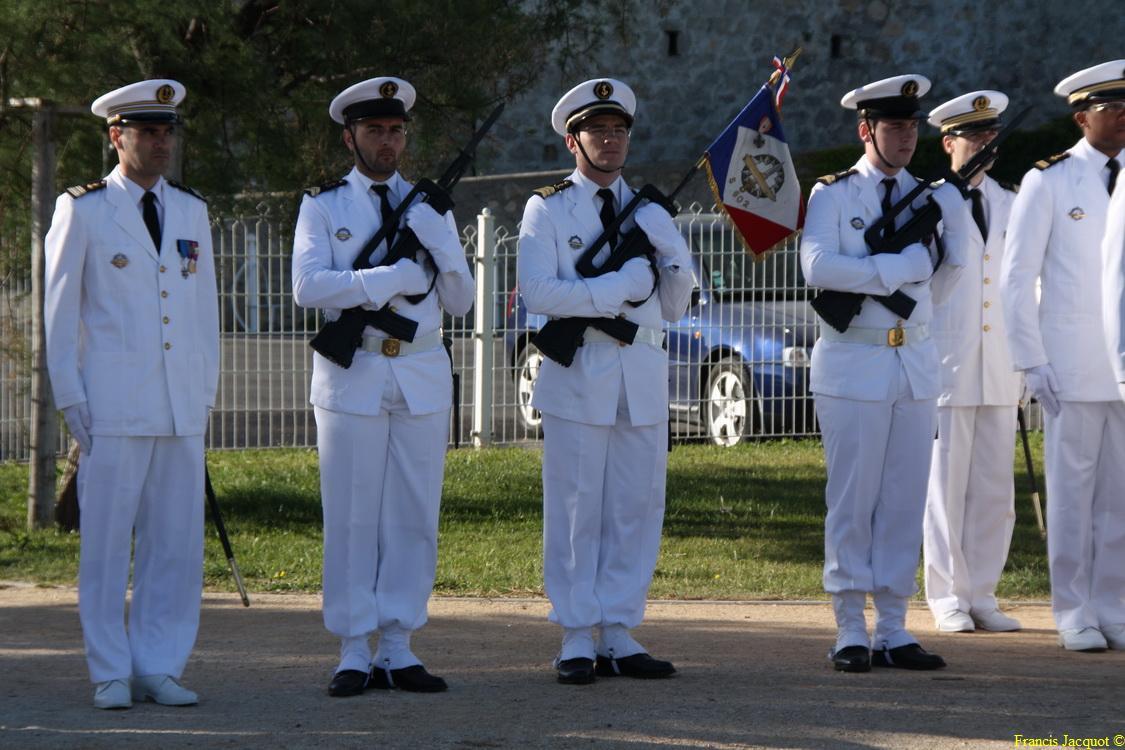 Les sous-marins Rubis et Saphir reçoivent la Croix de la valeur militaire 00715