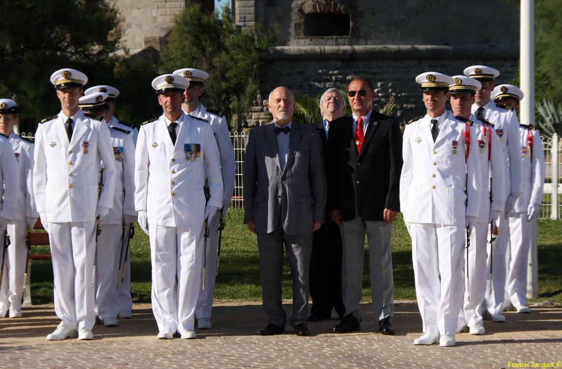 Les sous-marins Rubis et Saphir reçoivent la Croix de la valeur militaire 00815