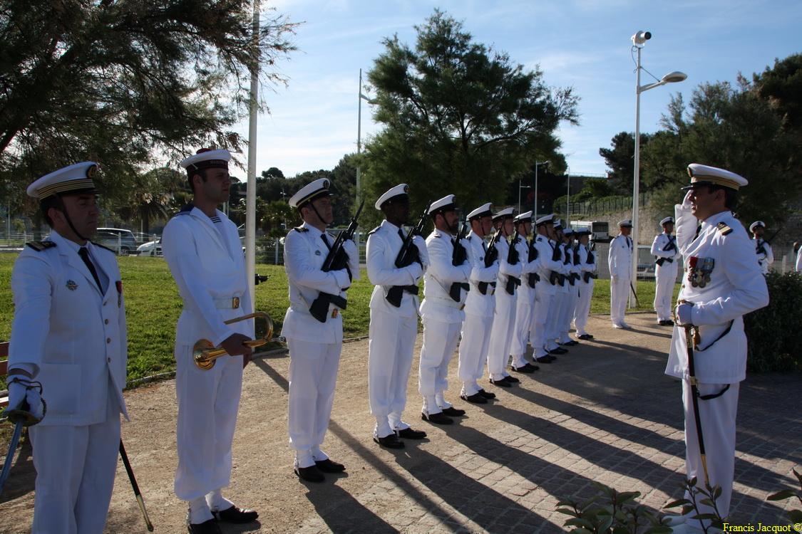 Les sous-marins Rubis et Saphir reçoivent la Croix de la valeur militaire 01016