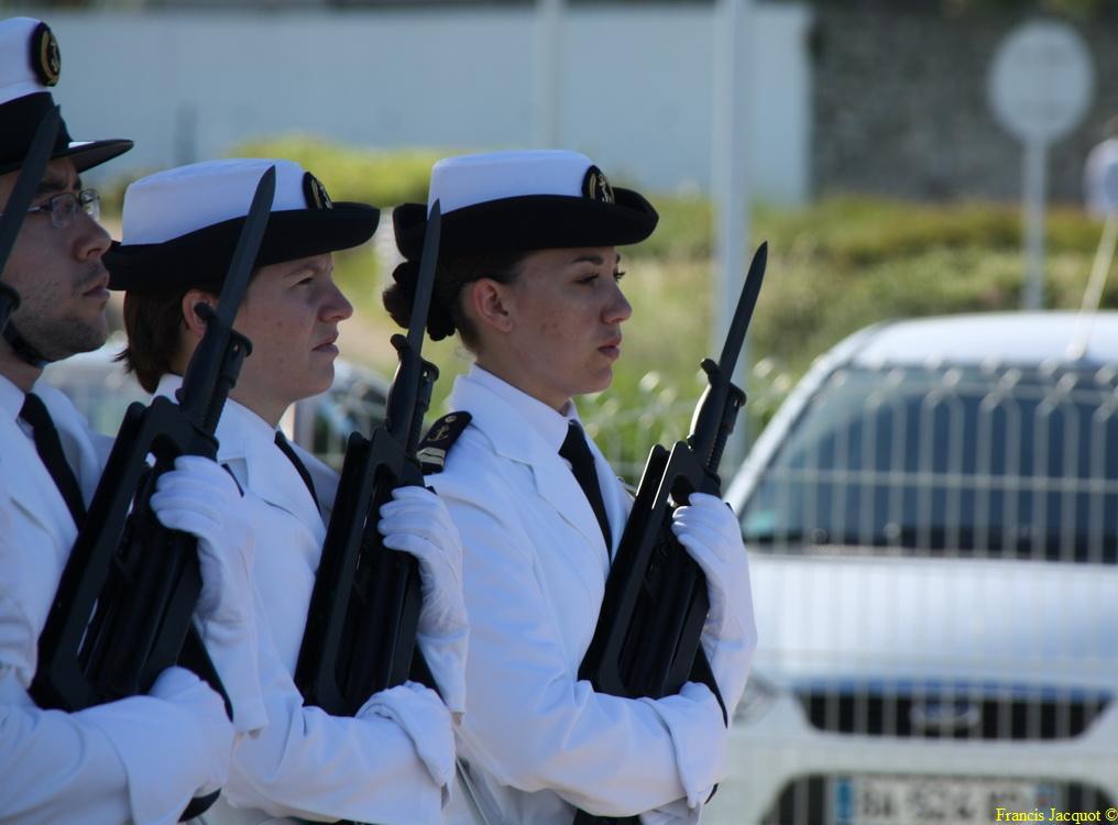 Les sous-marins Rubis et Saphir reçoivent la Croix de la valeur militaire 01115