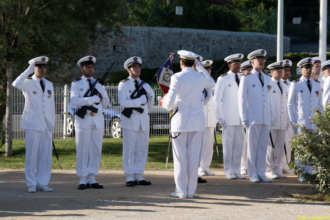 Les sous-marins Rubis et Saphir reçoivent la Croix de la valeur militaire 01215