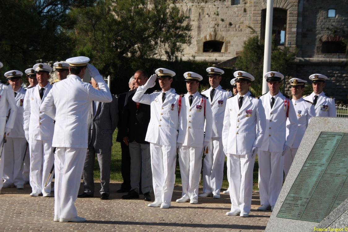 Les sous-marins Rubis et Saphir reçoivent la Croix de la valeur militaire 01315
