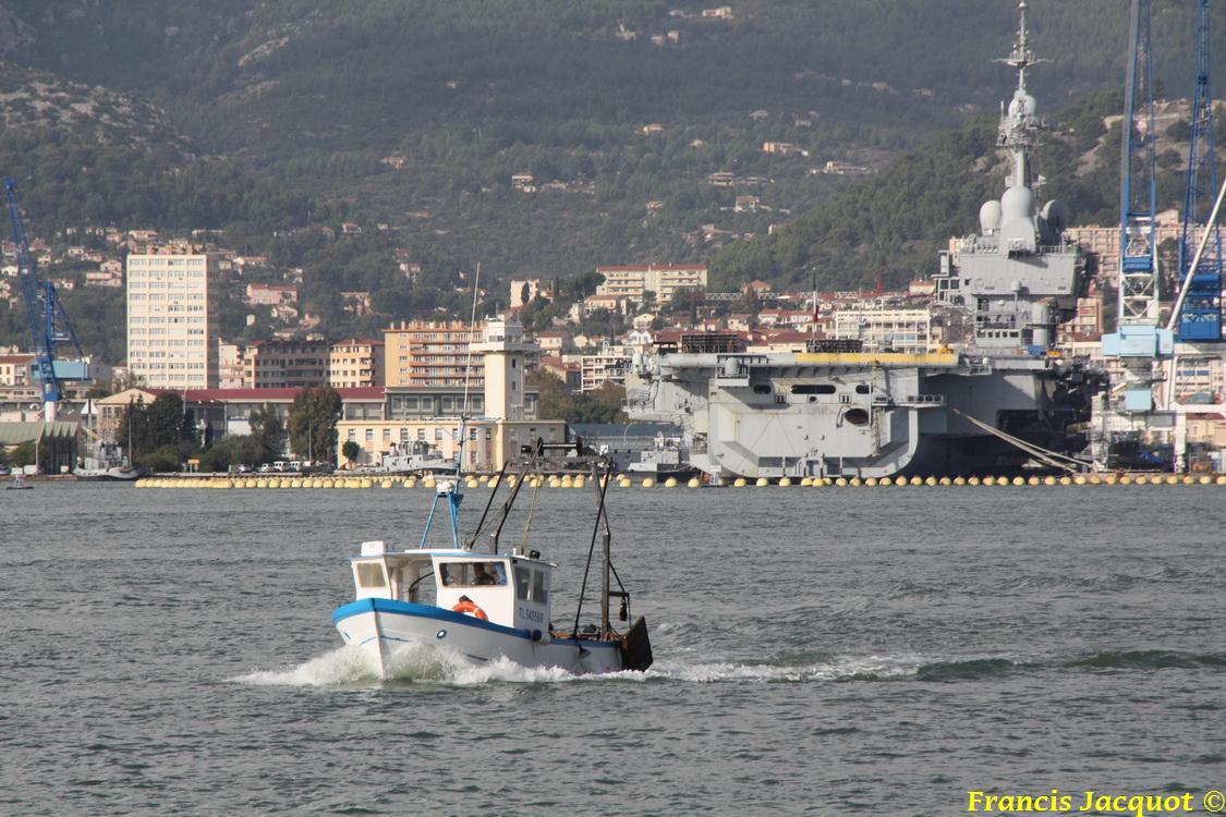 [LES PORTS MILITAIRES DE MÉTROPOLE] Mouvements de Bâtiments dans la rade de Toulon 0141