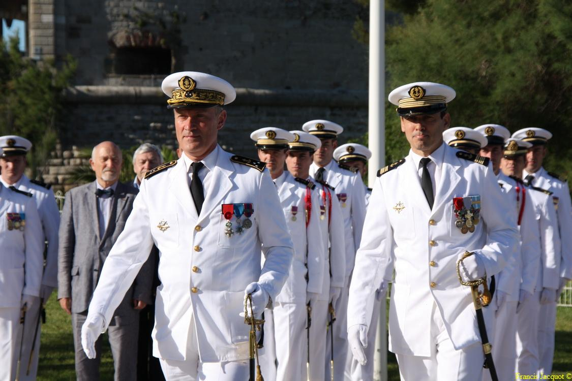 Les sous-marins Rubis et Saphir reçoivent la Croix de la valeur militaire 01515