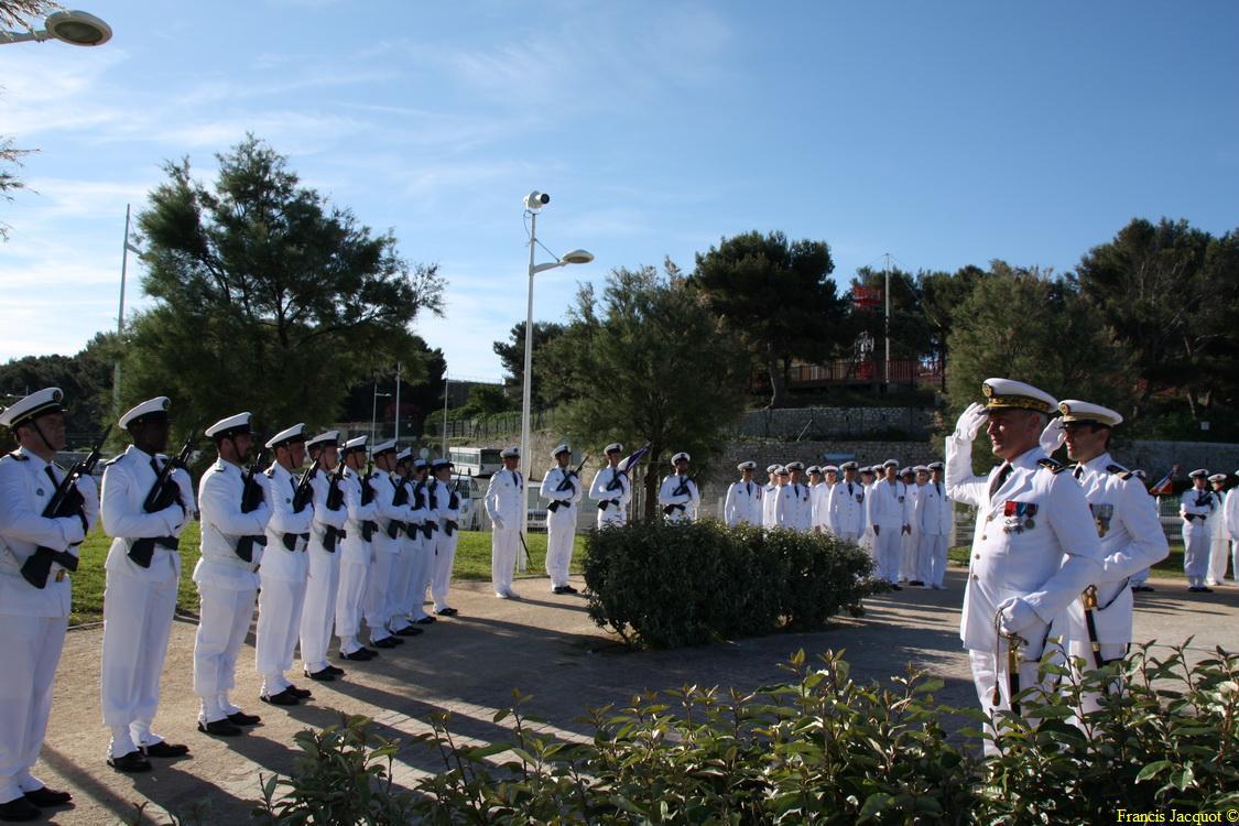 Les sous-marins Rubis et Saphir reçoivent la Croix de la valeur militaire 01615