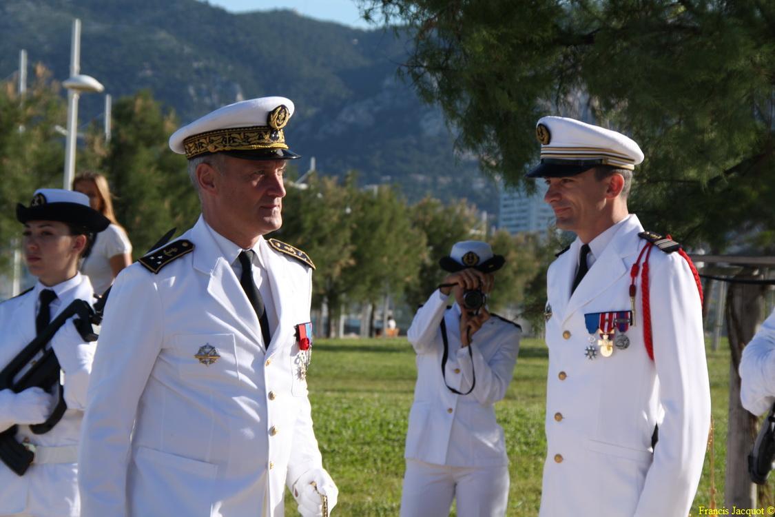 Les sous-marins Rubis et Saphir reçoivent la Croix de la valeur militaire 01815