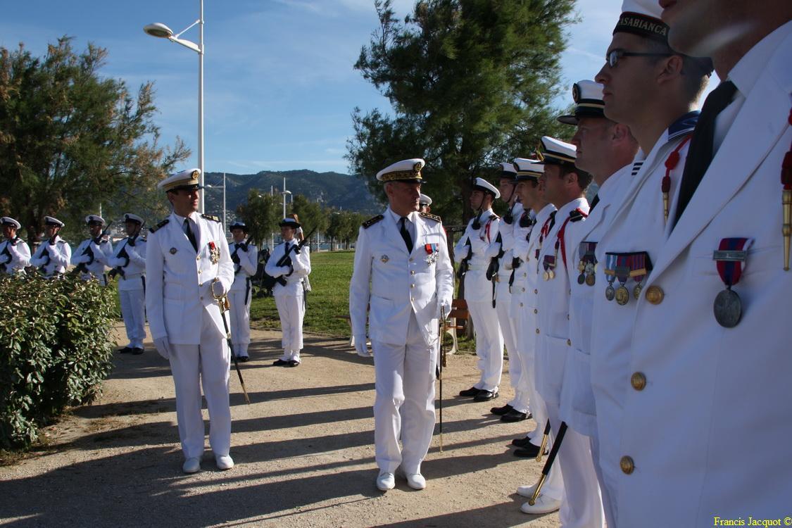 Les sous-marins Rubis et Saphir reçoivent la Croix de la valeur militaire 01915