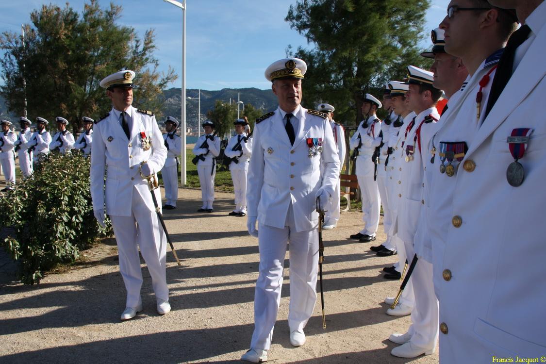 Les sous-marins Rubis et Saphir reçoivent la Croix de la valeur militaire 02016