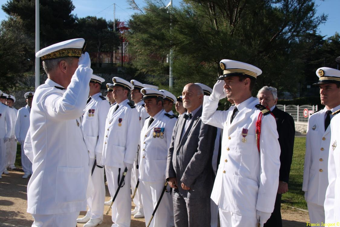Les sous-marins Rubis et Saphir reçoivent la Croix de la valeur militaire 02215
