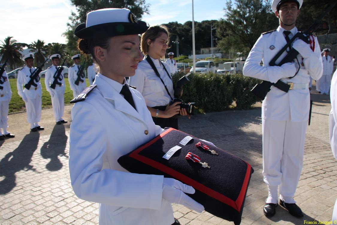 Les sous-marins Rubis et Saphir reçoivent la Croix de la valeur militaire 02616