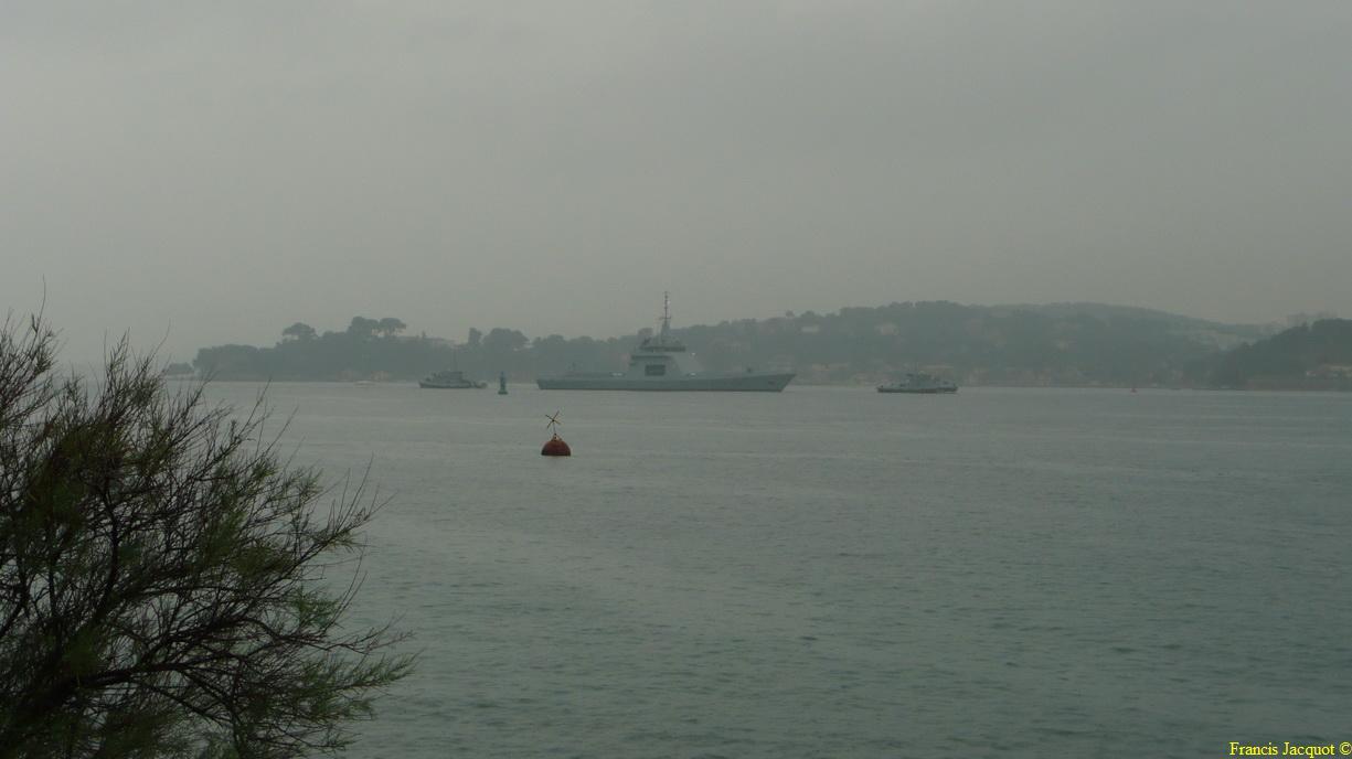 [LES PORTS MILITAIRES DE MÉTROPOLE] Mouvements de Bâtiments dans la rade de Toulon 0268