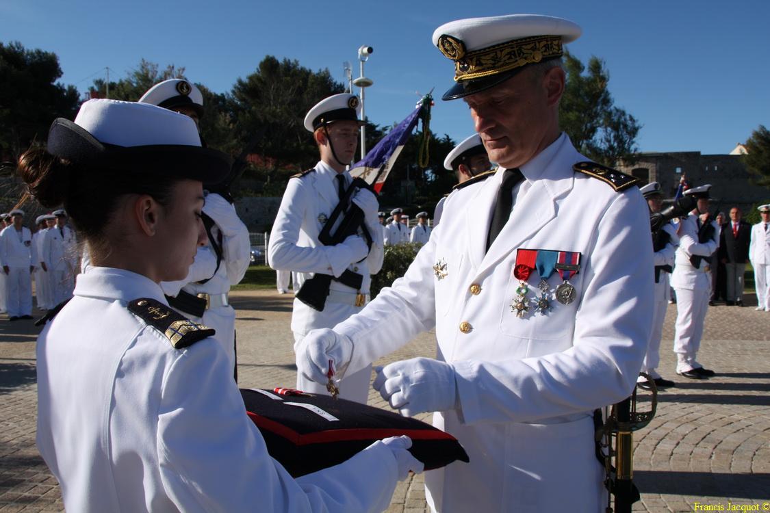Les sous-marins Rubis et Saphir reçoivent la Croix de la valeur militaire 02714