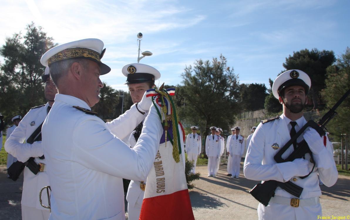 Les sous-marins Rubis et Saphir reçoivent la Croix de la valeur militaire 027a10