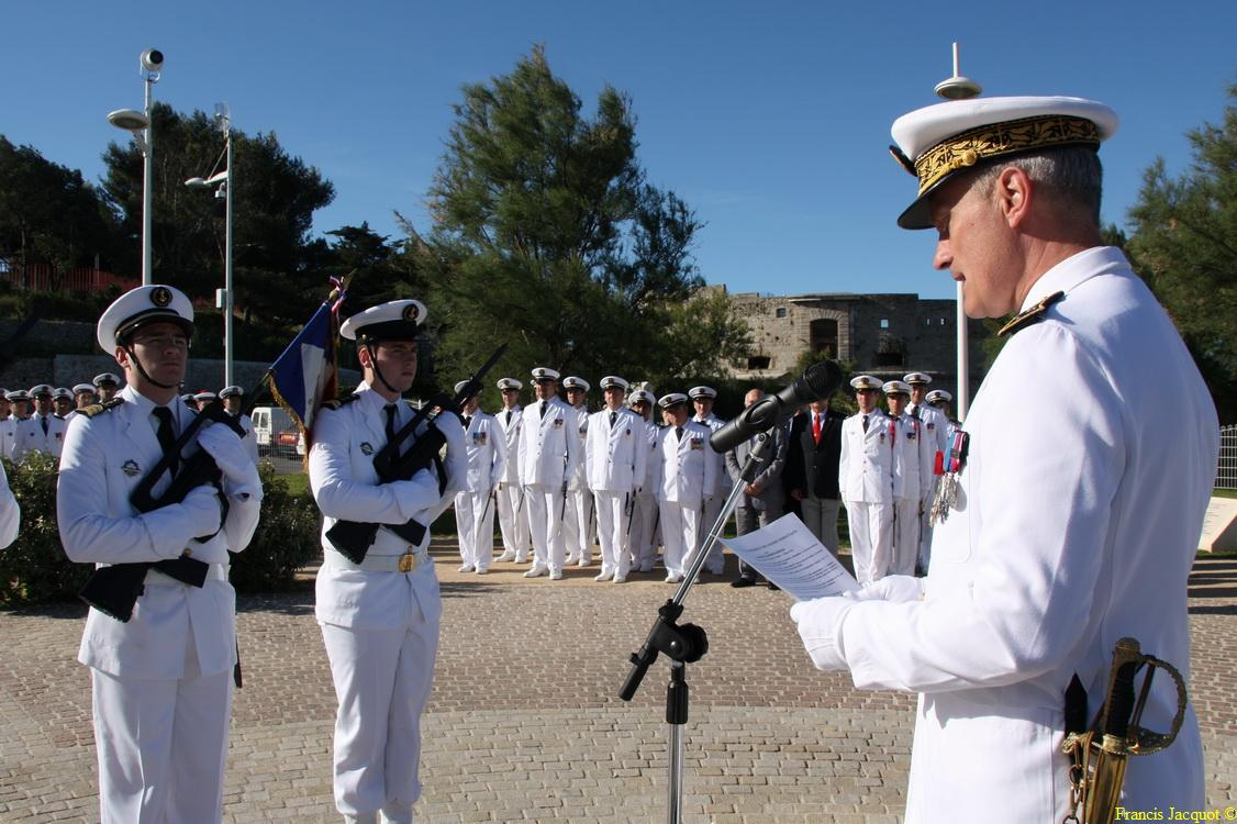 Les sous-marins Rubis et Saphir reçoivent la Croix de la valeur militaire 02914