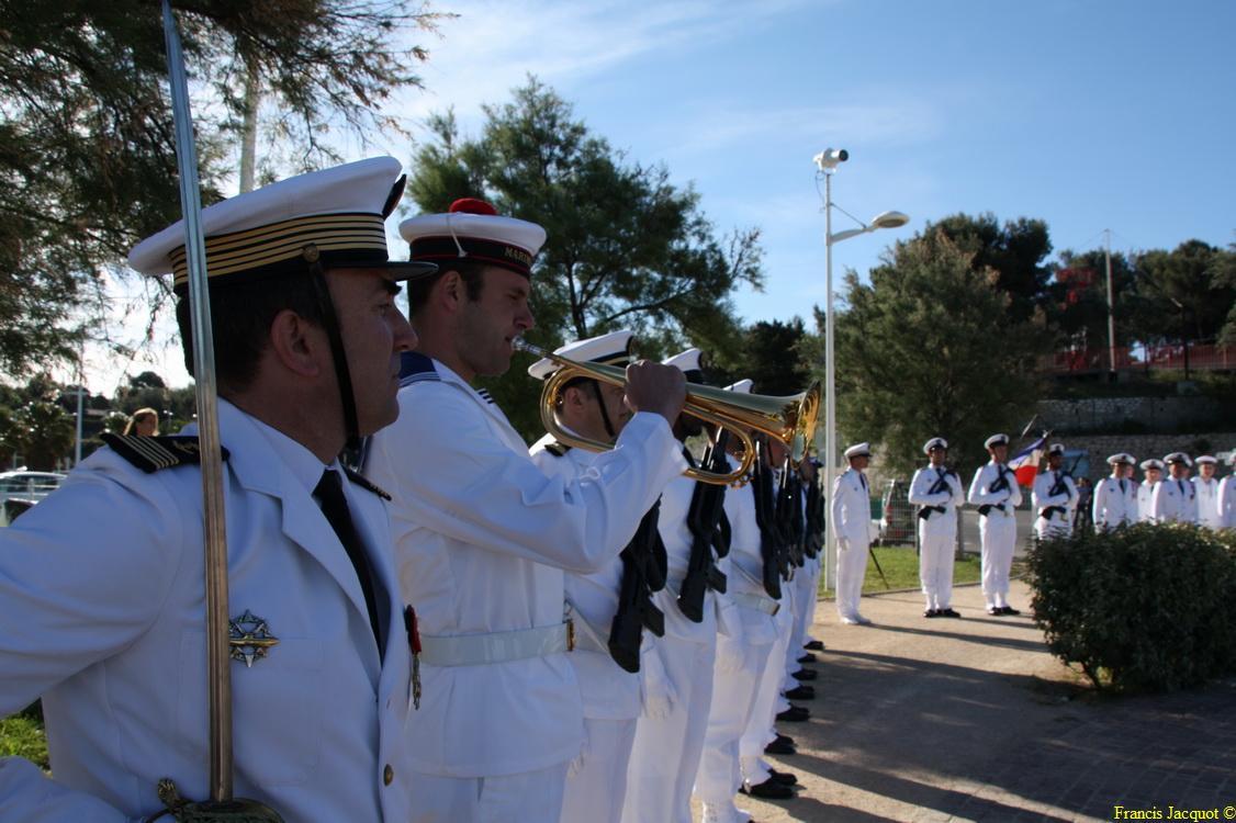 Les sous-marins Rubis et Saphir reçoivent la Croix de la valeur militaire 03315