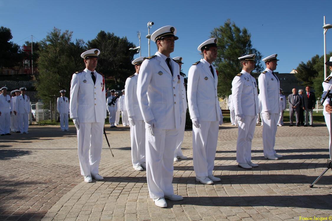 Les sous-marins Rubis et Saphir reçoivent la Croix de la valeur militaire 03414