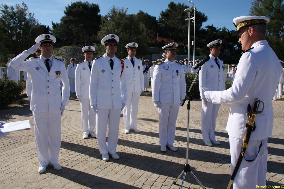 Les sous-marins Rubis et Saphir reçoivent la Croix de la valeur militaire 03514