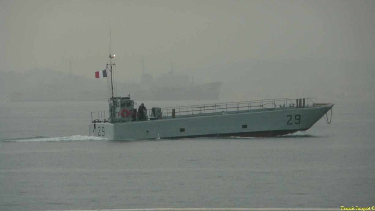 [LES PORTS MILITAIRES DE MÉTROPOLE] Mouvements de Bâtiments dans la rade de Toulon 0366