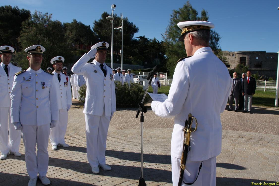 Les sous-marins Rubis et Saphir reçoivent la Croix de la valeur militaire 03813
