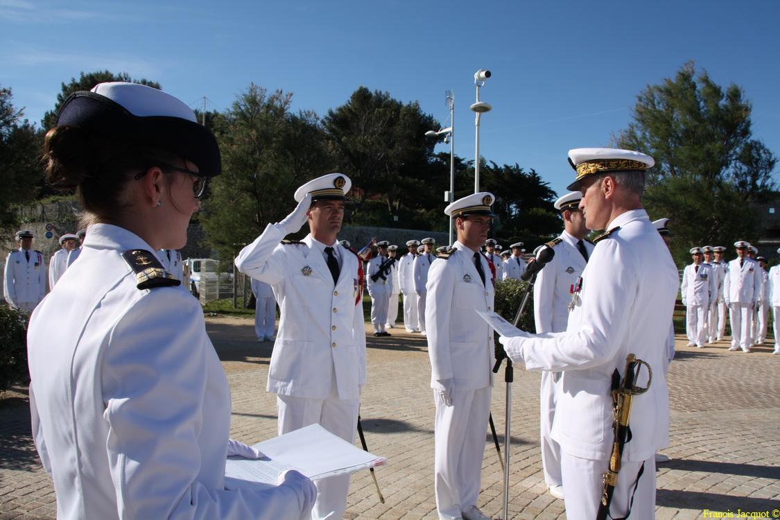 Les sous-marins Rubis et Saphir reçoivent la Croix de la valeur militaire 03915