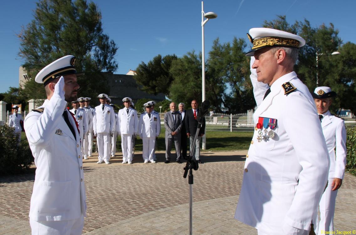 Les sous-marins Rubis et Saphir reçoivent la Croix de la valeur militaire 04413