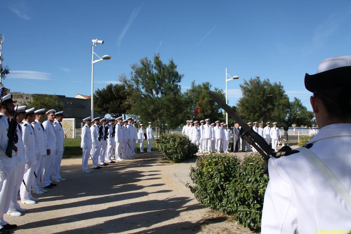 Les sous-marins Rubis et Saphir reçoivent la Croix de la valeur militaire 04813
