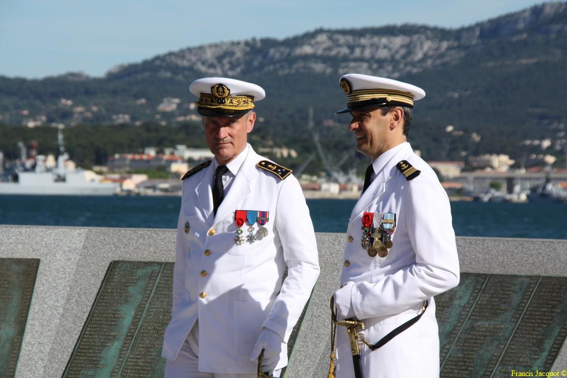 Les sous-marins Rubis et Saphir reçoivent la Croix de la valeur militaire 05313