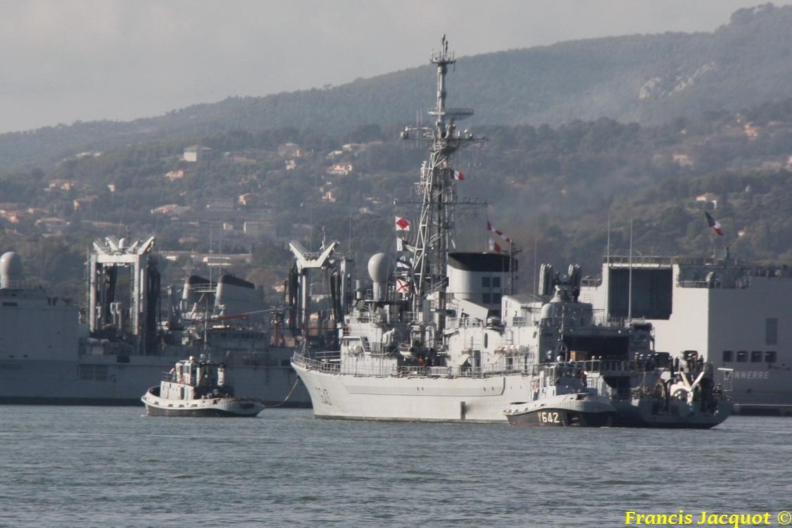 [LES PORTS MILITAIRES DE MÉTROPOLE] Mouvements de Bâtiments dans la rade de Toulon 0640