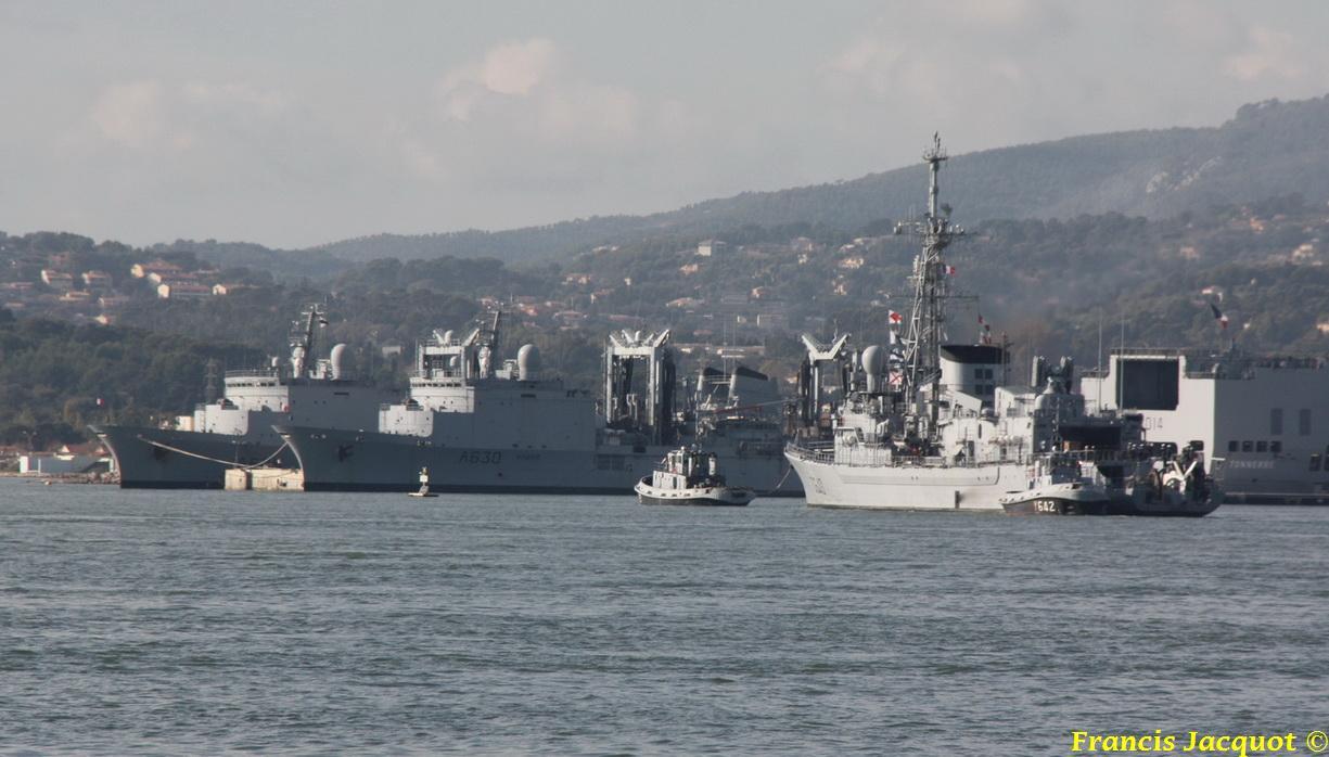 [LES PORTS MILITAIRES DE MÉTROPOLE] Mouvements de Bâtiments dans la rade de Toulon 0741