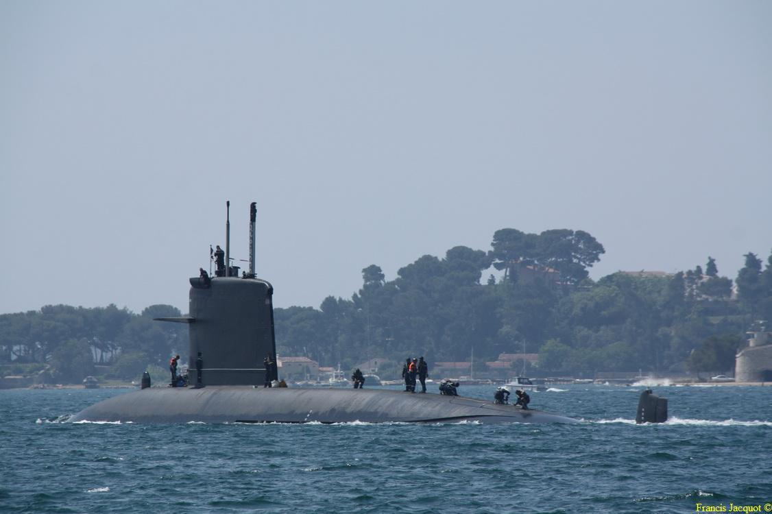 [LES PORTS MILITAIRES DE MÉTROPOLE] Mouvements de Bâtiments dans la rade de Toulon 0769