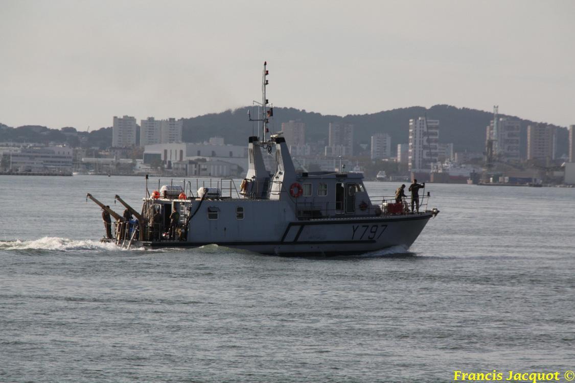 [LES PORTS MILITAIRES DE MÉTROPOLE] Mouvements de Bâtiments dans la rade de Toulon 0937