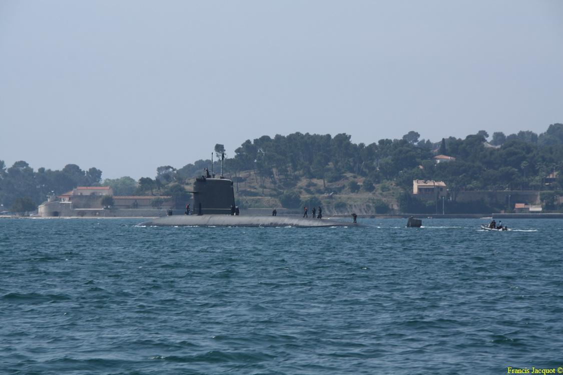 [LES PORTS MILITAIRES DE MÉTROPOLE] Mouvements de Bâtiments dans la rade de Toulon 0969