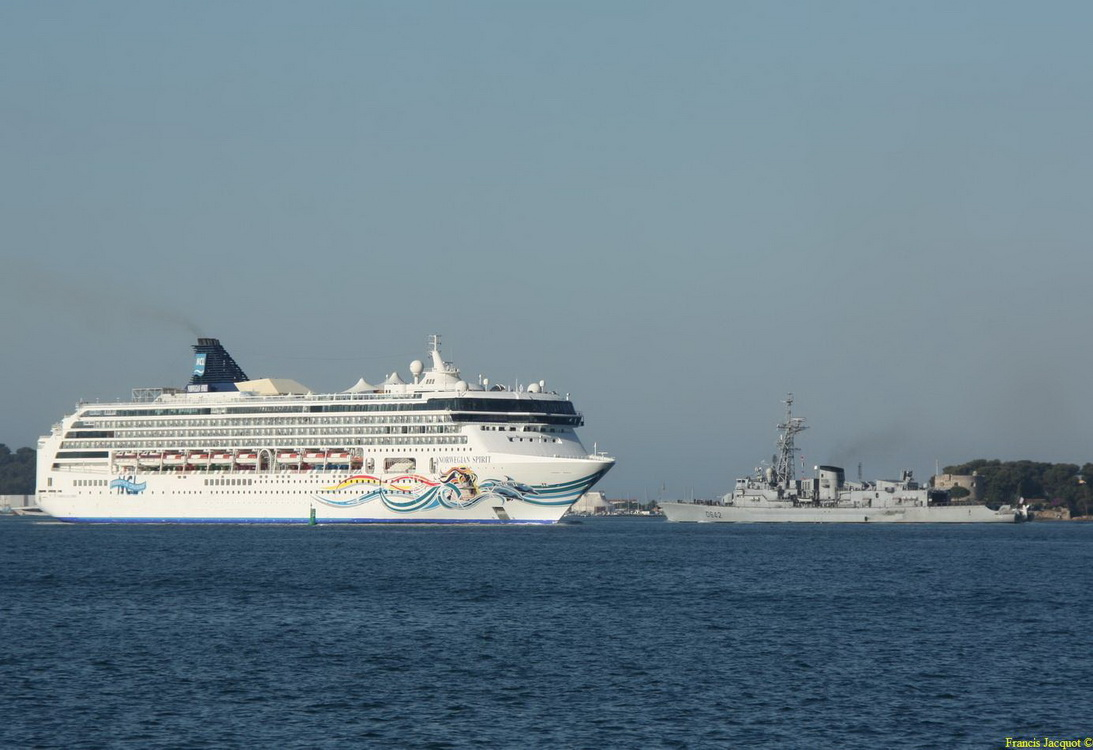 [Les ports militaires de métropole] Port de Toulon - TOME 1 - Page 2 Img_7411