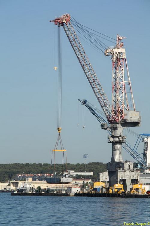 [LES PORTS MILITAIRES DE MÉTROPOLE] Mouvements de Bâtiments dans la rade de Toulon - Page 2 Img_7511