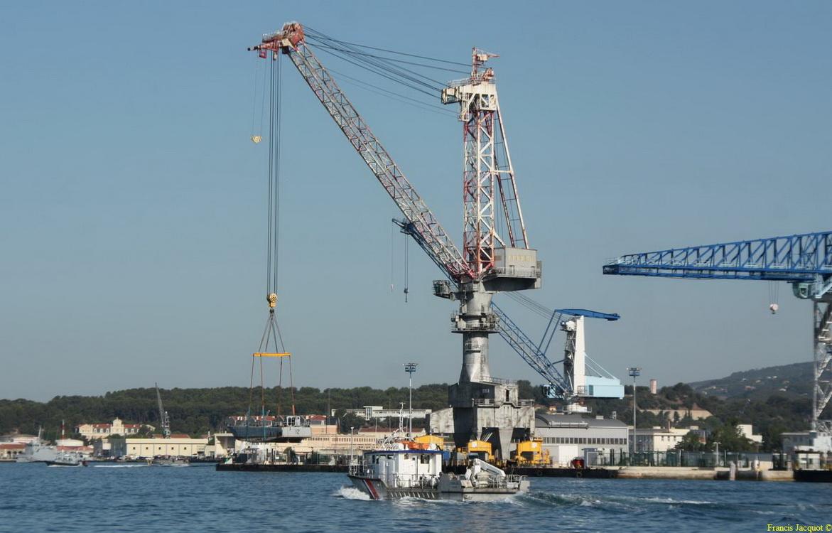 [LES PORTS MILITAIRES DE MÉTROPOLE] Mouvements de Bâtiments dans la rade de Toulon - Page 2 Img_7513