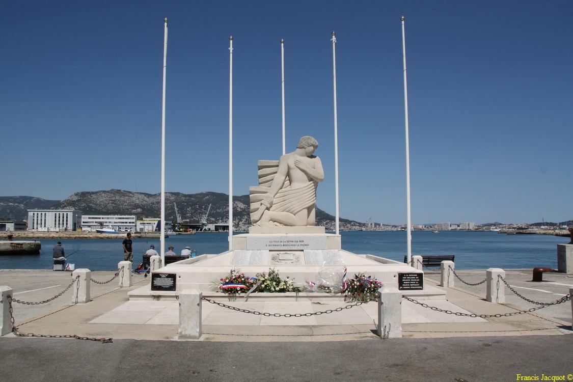 [Histoires et Histoire] Monuments aux morts originaux Français Tome 1 - Page 4 Img_7710