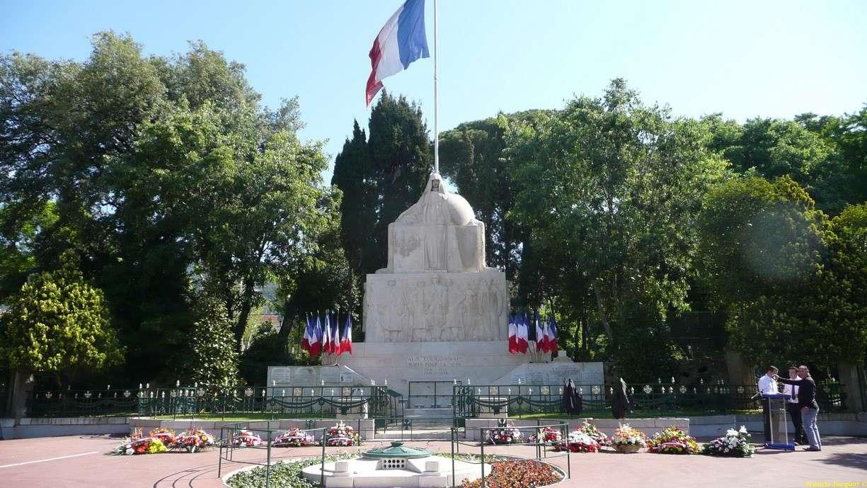 [Histoires et Histoire] Monuments aux morts originaux Français Tome 1 - Page 2 P1150710