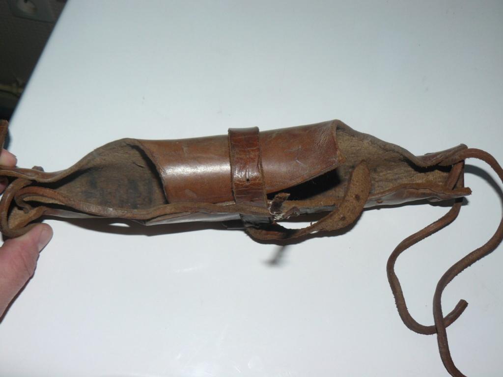 Connaissez vous ce type d'étui en cuir? P1190811