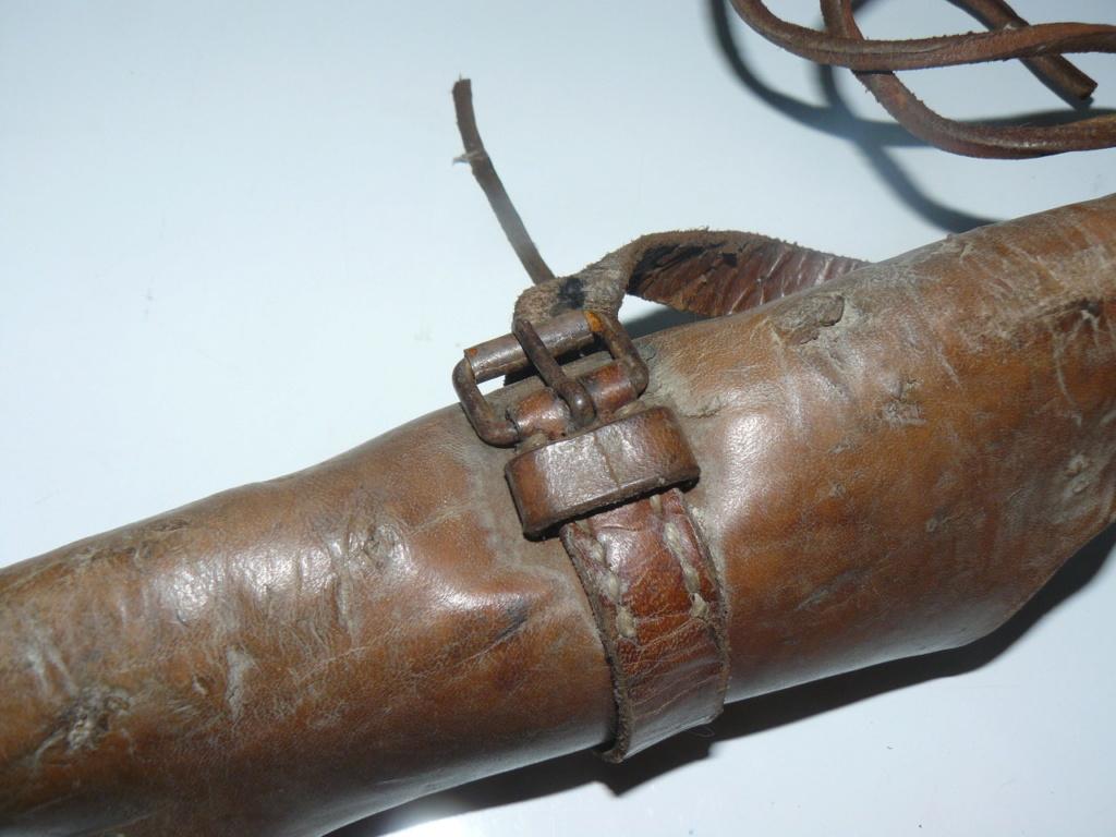 Connaissez vous ce type d'étui en cuir? P1190812