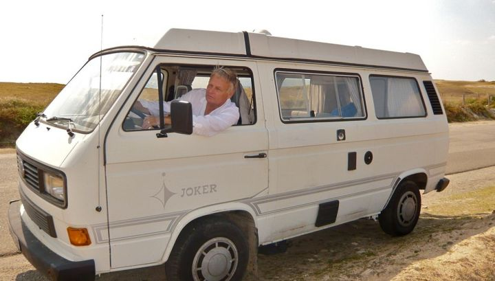 Un premier ministre qui voyage en fourgon aménagé !! 20016010