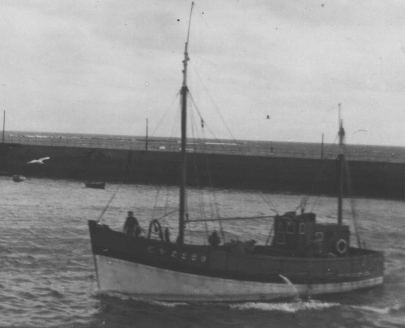 barque chalutiére au 1/20è d'après plans - Page 12 Kerpou10