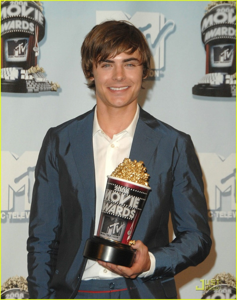 Zac Efron en los MTV movie Awards! Zac-ef20