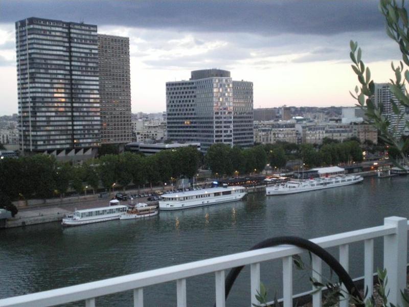 CASSIS-CARNOUX FAIT SCINTILLER PARIS............... Imgp2563