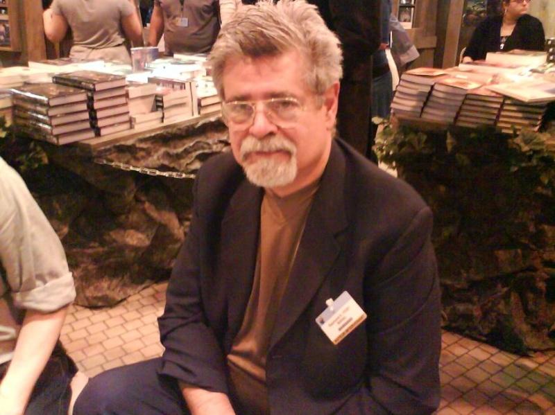 Raymond E. Feist au salon du livre à Paris ! - Page 6 Feist10