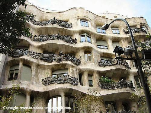 Le Rapport en Image - Page 39 Gaudi-10