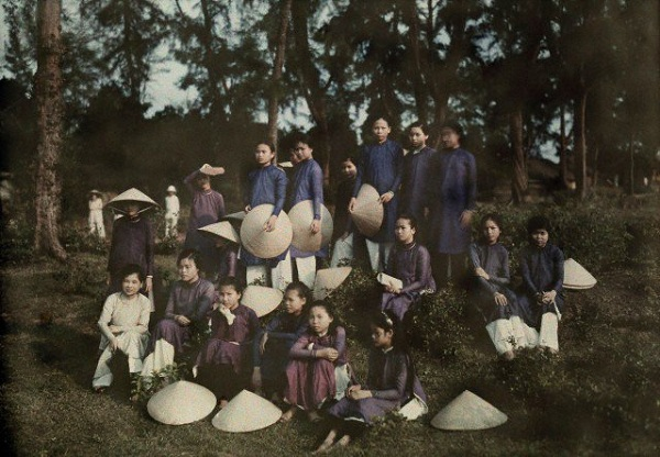 Đồng phục áo dài của nữ sinh Việt qua các thời kỳ  12042310