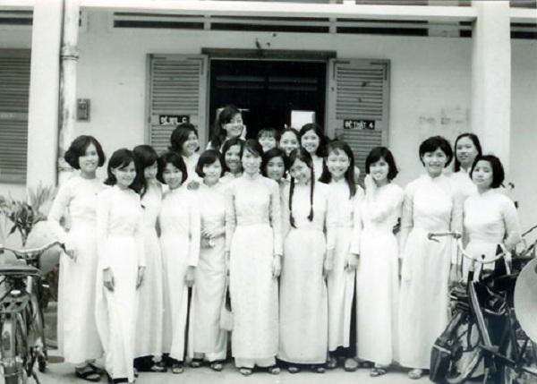 Đồng phục áo dài của nữ sinh Việt qua các thời kỳ  12042315