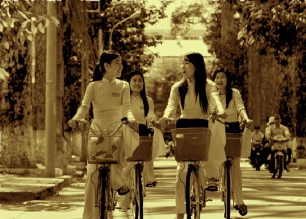 Đồng phục áo dài của nữ sinh Việt qua các thời kỳ  12042320